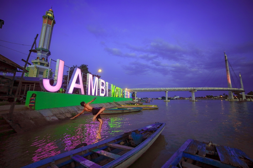 Telusuri Jalan Jalan Wisata Indonesia Kota Jambi
